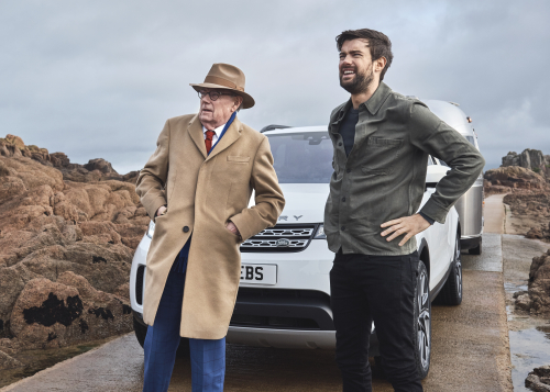 LAND ROVER DISCOVERY TOW ASSIST TECHNOLOGY IS PROVED  'IDIOT PROOF' BY JACK AND MICHAEL WHITEHALL