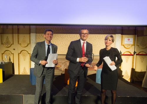 Andrea Colucci e Germana Loizzi di Italia Informa premiano Daniele Maver