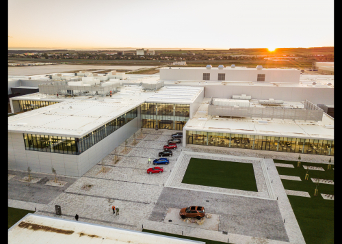 Neuer Land Rover Defender feiert Produktionsstart im Werk Nitra
