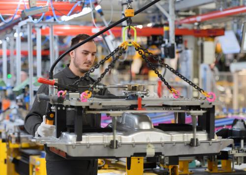 Jaguar Land Rover präsentiert neuen, in-house entwickelten und produzierten 1.5 Liter Ingenium Dreizylinder-Benzinmotor mit Plug-in Hybrid