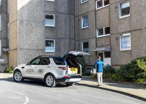 """Jaguar Land Rover unterstützt mit mittlerweile über 360 Fahrzeugen weltweit den Kampf gegen die Pandemie und erweitert seine deutsche Hilfsaktion """"Land Rover hilft helfen"""""""