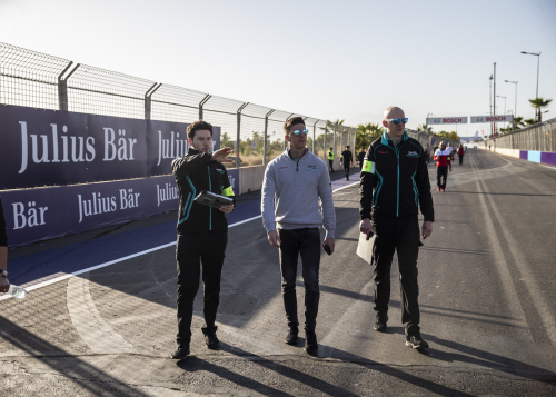 JAMES CALADO AND HIS ENGINEERS DISCUSS TEAMWORK IN FORMULA E