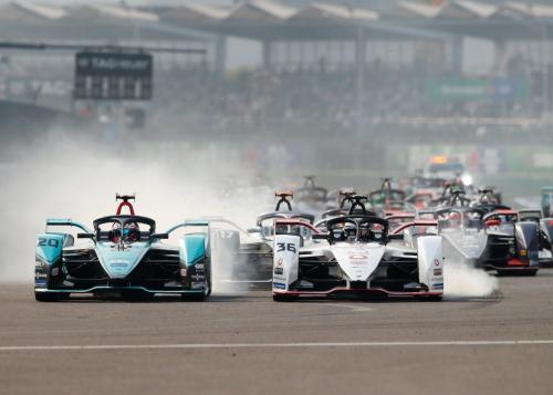 Saisonfortgang und Abschluss in Berlin: Die Jaguar I-PACE eTROPHY und die Formel E gehen im August wieder an den Start