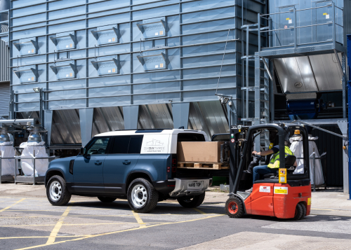 LAND ROVER DEFENDER MEANS BUSINESS AS HARD TOP NAME RETURNS FOR NEW COMMERCIAL MODEL