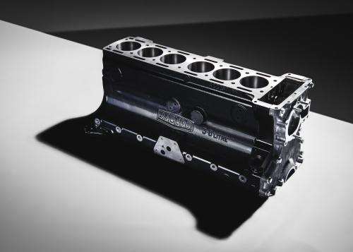 Jaguar Classic legt den Motorblock des legendären 3,8 Liter-Reihensechszylinders der XK-Baureihe neu auf