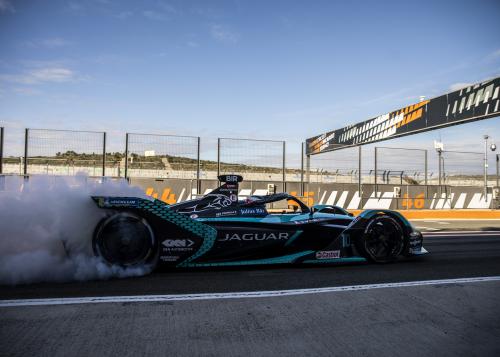 Night Fever: Jaguar Racing startet mit zwei Nachtrennen und seiner bislang stärksten Fahrer-Paarung in die neue Saison der ABB FIA-Formel E-WM