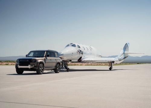 """""""Mission possible"""": Land Rover unterstützt den ersten komplett bemannten Weltraumflug von Virgin Galactic"""