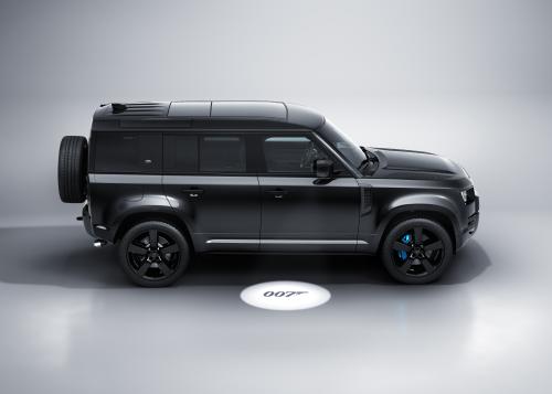 Neuer 007-Kinohit Keine Zeit zu sterben liefert die Inspiration  zum exklusiven Sondermodell Land Rover Defender V8 Bond Edition