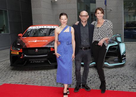 In Berlin fährt Jaguar die Voltzahl hoch: Feierlicher Red Carpet-Empfang in der britischen Botschaft zum Auftakt der Formel E
